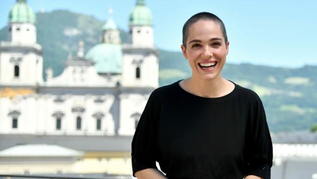 Perücke oder Stoppelglatze? Das Rätselraten um die Bühnen-Frisur von Festspiel-Debütantin Verena Altenberger ist zu Ende. Sie wird als Buhlschaft die Haare kurz tragen. (Bild: BARBARA GINDL)