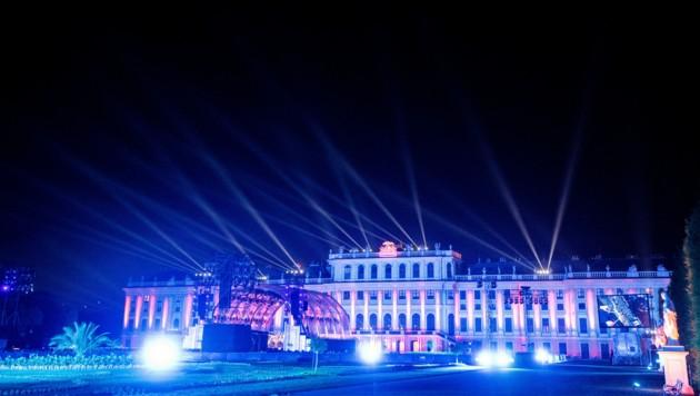 ABD0182_20210617 - WIEN - …STERREICH: Blick auf die BŸhne der Wiener Philharmoniker am Donnerstag, 17. Juni 2021, im Rahmen der Generalprobe zum Sommernachtskonzert im Schlosspark Schšnbrunn in Wien. - FOTO: APA/GEORG HOCHMUTH (Bild: APA/GEORG HOCHMUTH)