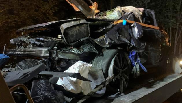 Der Wagen ist Schrott. (Bild: Zeitungsfoto.at/Team)