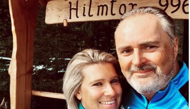 Hans Peter Doskozil radelt mit Lebensgefährtin Julia von Oberwart in ihre deutsche Heimatstadt. (Bild: Grammer Karl)