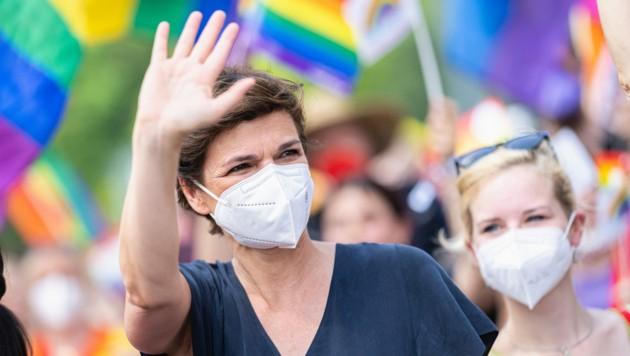 SPÖ-Chefin Pamela Rendi-Wagner marschierte am Ring mit. (Bild: APA/EXPA/FLORIAN SCHROETTER)