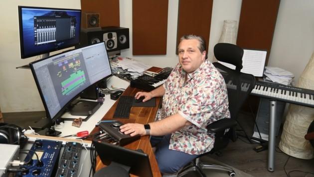 Peter Werba in seinem Tonstudio in Mattersburg (Bild: Judt Reinhard)