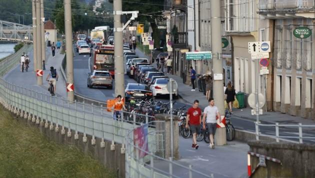 Ein vergleichsweise zur Vor-Pandemie-Zeit sehr ruhiger Samstagabend am Rudolfskai (Bild: Tschepp Markus)