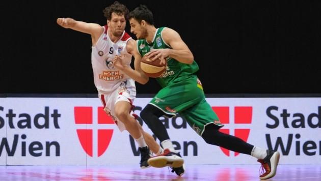 Nemanja Krstic (Ball) bleibt langfristig in Kapfenberg. (Bild: Urbantschitsch Mario)