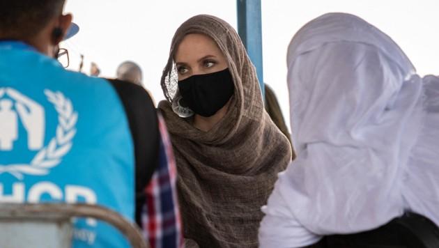 Hollywood-Star Angelina Jolie bei einem Besuch in einem Flüchtlingslager in Burkina Faso. (Bild: AFP or licensors)