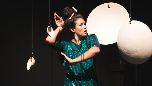 """Tänzerin im Stück """"Ton in Ton"""" (Bild: Ela Grieshaber)"""
