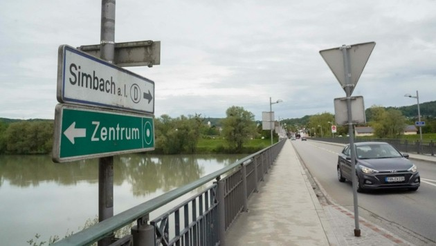 Die deutsche Stadt Simbach und die Innviertler Bezirksstadt Braunau sind nur den Inn getrennt, über den eine Brücke verbindet (Bild: Pressefoto Scharinger © Daniel Scharinger)