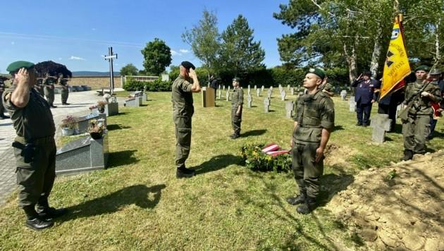 Beisetzung mit militärischen Ehren am Soldatenfriedhof für den unbekannten Gefallenen. (Bild: Militärkommando Burgenland)
