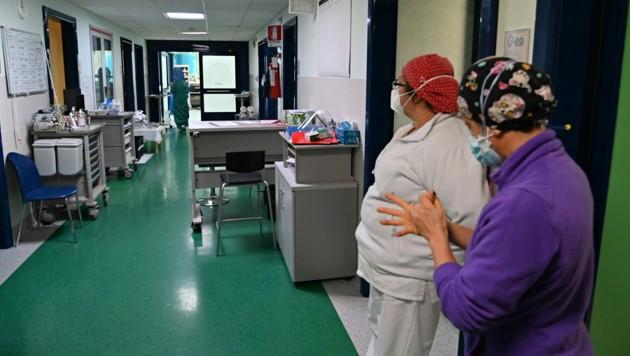 In Italien verweigern rund 45.000 Mitarbeiter im Gesundheitswesen sich gegen Covid-19 impfen zu lassen. (Bild: AFP)
