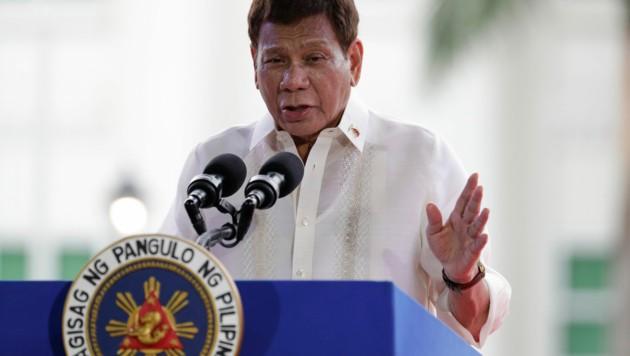 Der philippinische Staatspräsident Rodrigo Duterte würde Impfverweigerer am liebsten festnehmen lassen. (Bild: AP)