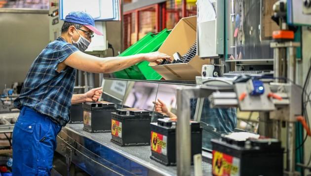 500 der mehr als 800 Mitarbeiter sind in Leonding tätig. (Bild: Alexander Schwarzl)