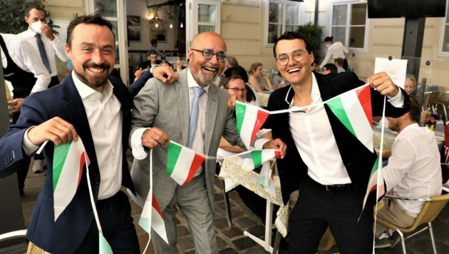 Die Gastro-Familie: Padrone Luigi Barbaro (Mitte) und Söhne Antonio und Luigi Jun. siegessicher! (Bild: Martin Jöchl)