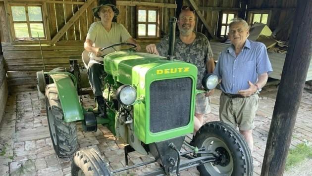 Ob Massey Ferguson oder Deutz, ob Traktor oder Geländewagen - der erfahrene Mechaniker Anton Kaider (re.) hält sie in Schwung. (Bild: Christian Schulter)