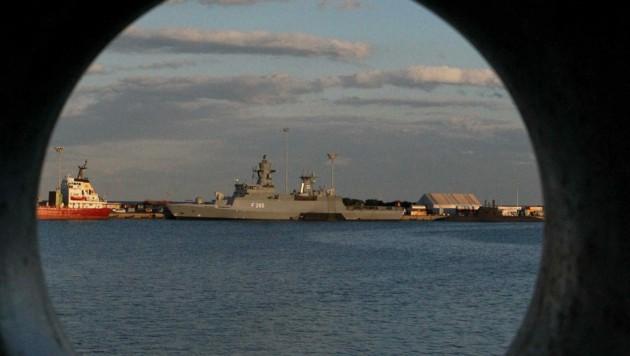Der britische Zerstörer HMS Defender auf einem Archivbild (Bild: AFP PHOTO / PIO / STAVROS IOANNIDES)