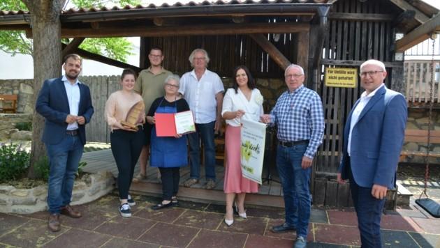 Gratulationen an die Lehners gab es seitens Landeshauptmann-Stellvertreterin Astrid Eisenkopf und der Gemeinde. (Bild: Charlotte Titz)