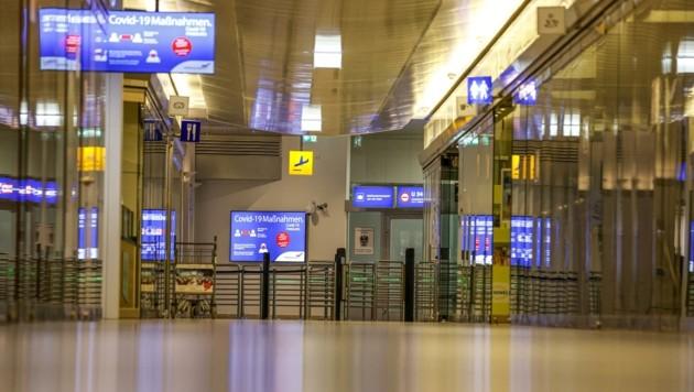 Der Flugverkehr nimmt langsam wieder Fahrt auf – die Gänge sind tagsüber dennoch oftmals menschenleer. (Bild: Tschepp Markus)
