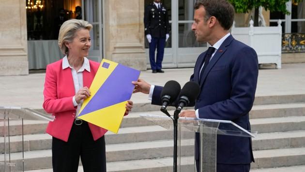 Emmanuel Macron und Ursula von der Leyen (Bild: AP)
