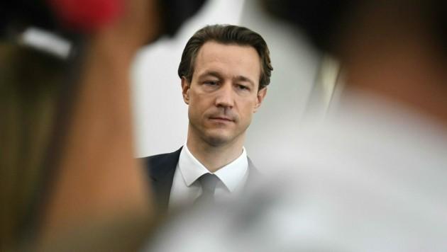 Finanzminister Gernot Blümel (ÖVP) wird ins Parlament zitiert. (Bild: APA/HELMUT FOHRINGER)