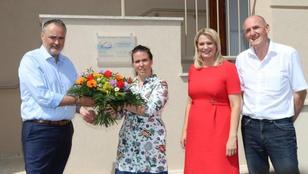 Landeshauptmann Hans Peter Doskozil, Landesrätin Daniela Winkler und Bürgermeister Josef Ziniel begrüßten Dr.in Monika Hartman in ihrer neuen rdination in Frauenkirchen (Bild: Bgld. LMS)