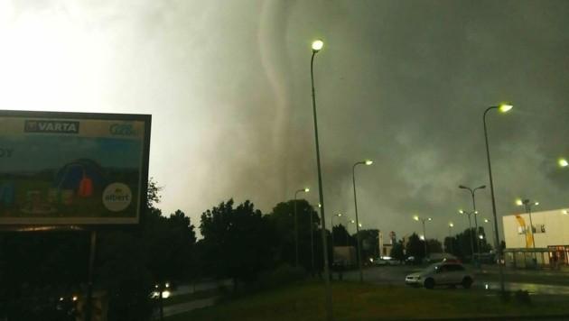 Der Tornado wütete in Tschechien, direkt an der österreichischen Grenze, und richtete ein Bild der Verwüstung an. (Bild: zVg)