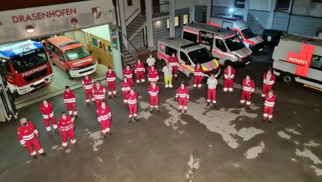 Helfer des Roten Kreuzes in Drasenhofen an der Grenze zu Tschechien (Bild: Rotes Kreuz NÖ)