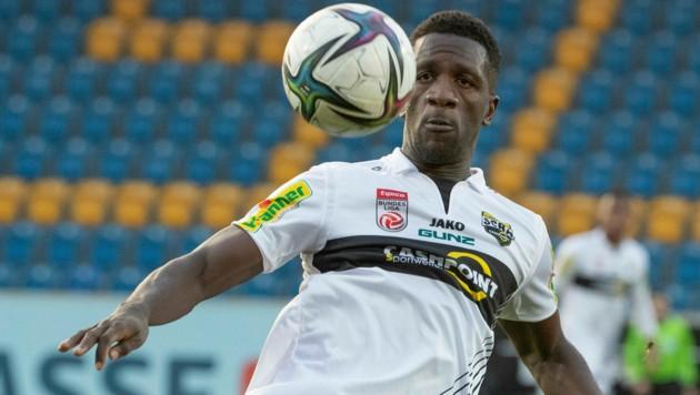 Der Kameruner Oum Gouet ist einer der Spieler, die den SCR Altach verlassen. (Bild: Maurice Shourot)