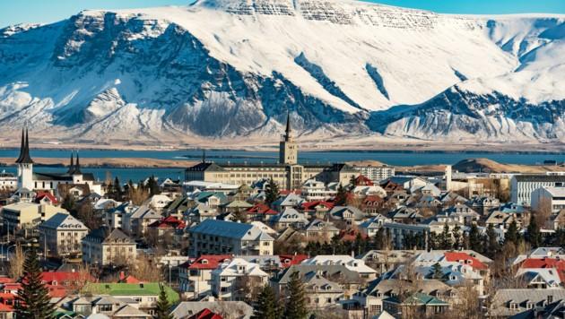 Der Blick auf die isländische Hauptstadt Reykjavik. Das nordeuropäische Land verabschiedet sich von seinen Corona-Maßnahmen. (Bild: ©Marc Jedamus - stock.adobe.com)
