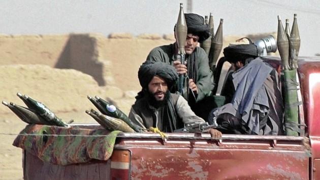 Heute: Die Taliban nehmen den USA in Afghanistan eine Provinz nach der anderen ab. Alles deutet auf einen Sturm auf Kabul. (Bild: EPA)