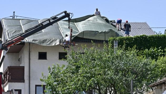 Während in Schrattenberg noch die Schäden des letzten Unwetters behoben werden, drohen schon die nächsten Gewitter. (Bild: APA/Hans Punz)