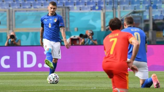 Fünf italienische Spieler schlossen sich dem Knieprotest der Waleser im letzten Gruppenspiel an (Bild: Copyright 2021 The Associated Press. All rights reserved)