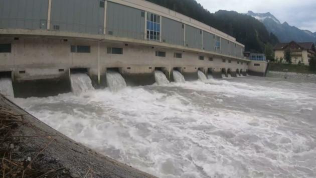 Das Hochfahren von Wasserkraftwerken lässt Pegel steigen. (Bild: WWF/Walder)