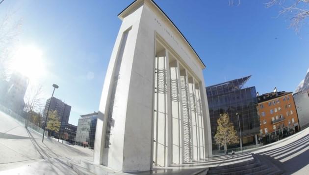 """Seit der Landhausplatz in Innsbruck mit Beton überzogen wurde, ist er unter Skateboardern ein """"Hotspot"""". Die Anrainer werden dadurch ihres Schlafes beraubt. Versprechungen der Politik gingen bisher ins Leere. (Bild: Birbaumer Christof)"""