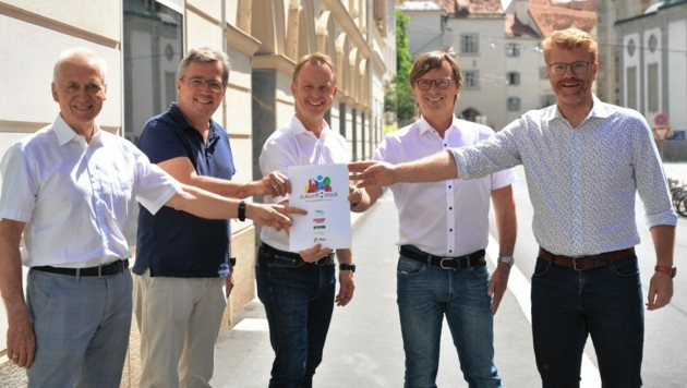 Das Bürgermeister-Quintett von links: Helmut Leitenberger, Peter Koch, Mario Abl, Erwin Eggenreich, Harald Bergmann. (Bild: Patrick Neves)