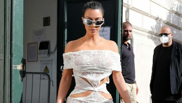 Da wird selbst der Papst rot: Kim Kardashian im sexy Dress im Vatikan (Bild: www.PPS.at)