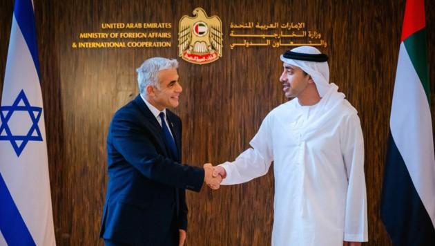 Lapid eröffnete bei seinem zweitätigen Besuch im Golfstaat auch die israelische Botschaft in Abu Dhabi. (Bild: AFP)