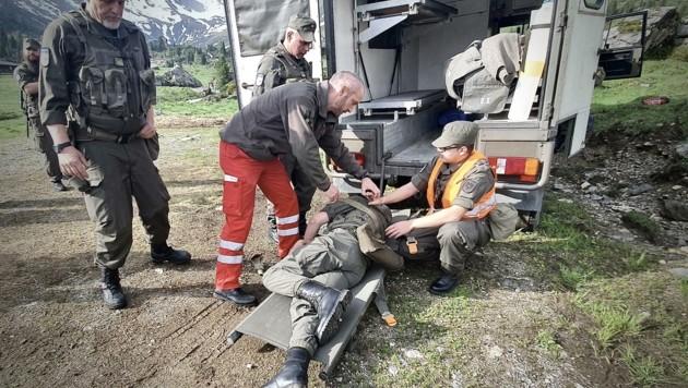 Auch Sicherheit muss gelernt sein: Die Erste Hilfe-Ausbildung gehört wie viele andere Bereiche zu den Aufgaben der Tiroler Soldaten. (Bild: Zgf Gerhard Köhle)