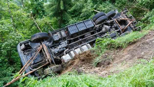 Erste Information: gegen 11.15 Uhr Verkehrsunfall; Unfall auf dem Gamplaschgerweg; LKW von der Fahrbahn abgekommen; niemand verletzt; Infos PI Schruns (Bild: Bernd Hofmeister)