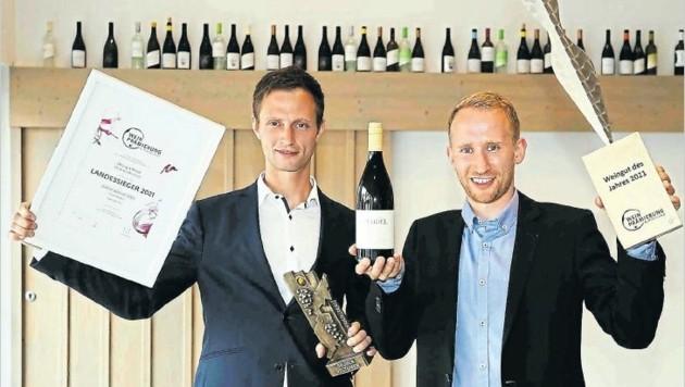 Konrad und Lukas Mariel freuen sich über die Auszeichnung Weingut des Jahres. (Bild: Reinhard Judt)