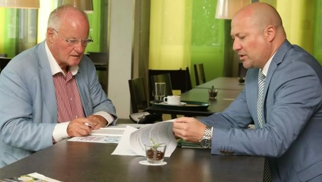 """Statistik-Austria-General Tobias Thomas (rechts) beim """"Krone""""-Interview mit Georg Wailand (Bild: Jöchl Martin)"""