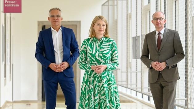 Gerhard Durstberger, Christine Haberlander und Bernd Lamprecht (v. l.) präsentierten die neuen Kampagnen. (Bild: Alexander Schwarzl)