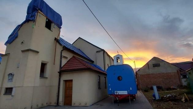 Die Mobile Kirche bleibt vorerst für die Gläubigen vor Ort (Bild: Könitz)