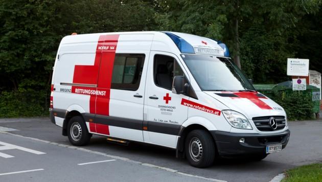 Der 19-Jährige wurde sicherheitshalber von der Rettung ins Krankenhaus gefahren (Bild: Mathis Fotografie)