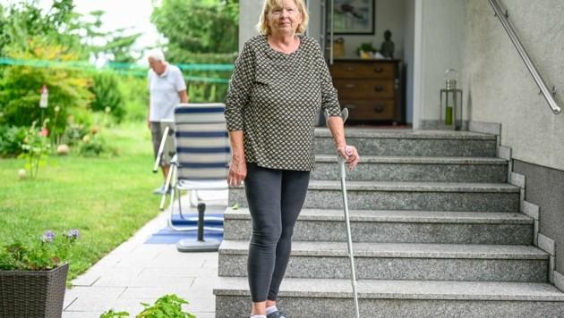 Irmgard Neulinger (73, li.) hatte dem tschechischen Einbrecher ihre Krücke nachgeschmissen. (Bild: Alexander Schwarzl)