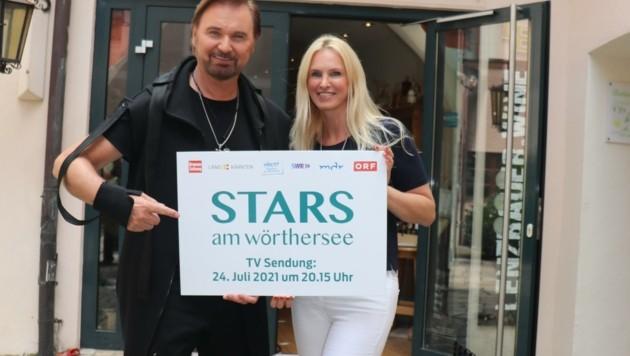 """Zwei Wörthersee-Schiffe und der Hauptanlegesteg sind die Bühne für """"Stars am Wörthersee"""", wofür Nik P. – im Bild mit seiner Karin – ein Video gedreht hat. (Bild: Krierer Wilfried)"""