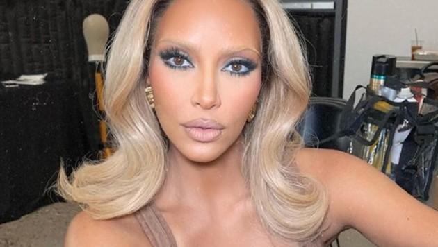 Kim Kardashian ließ sich für ihre Skims-Kampagne die Augenbrauen blondieren. (Bild: instagram.com/kimkardashian)