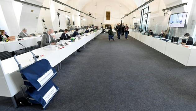 Der Verfahrensrichter legte einen 870-seitigen Bericht zum Ibiza-U-Ausschuss vor. (Bild: APA/HELMUT FOHRINGER)