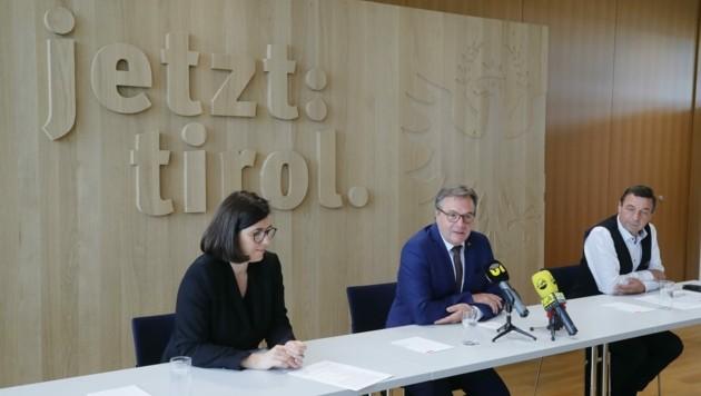 """Bei einigen Themen möchte die Tiroler Volkspartei """"nachjustieren"""", wie EU-Abgeordnete Barbara Thaler, Tiroler LH Günther Platter und Landesgeschäftsführer Martin Malaun (r.) bekannt geben. (Bild: Birbaumer Christof)"""