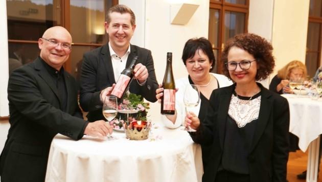 Der neue Orgelwein schmeckte den prominenten Gästen. (Bild: Judt Reinhard)