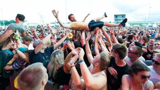 So ausgelassen wie in Vor-Pandemie-Zeiten wollen Festival-Fans im August im St. Pöltner Veranstaltungszentrum feiern. (Symbolbild) (Bild: Honorar)