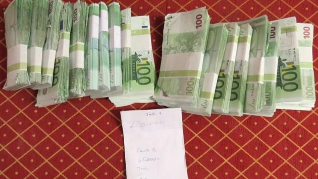 Das sichergestellte Bargeld (Bild: BMF)